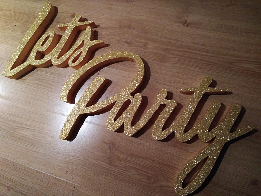 Rótulo let´s party brillantina dorada decoración tienda