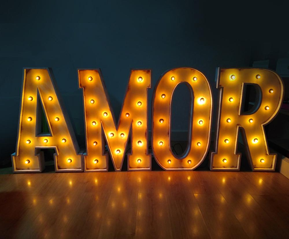 Letras con bombillas de alquiler para bodas y eventos AMOR
