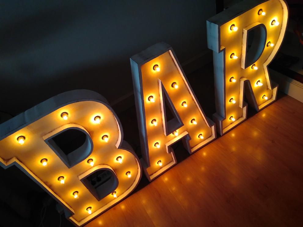Letras con bombillas de alquiler para bodas y eventos BAR