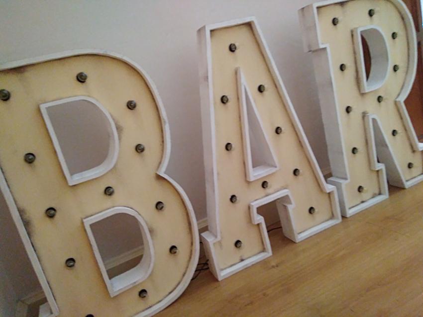 Letras luminosas de alquiler para bodas y eventos BAR