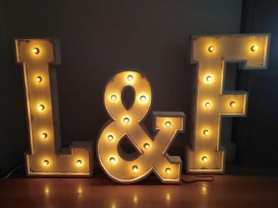 Letras luminosas de alquiler para bodas y eventos