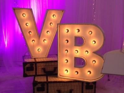 Letras luces decoración escaparate