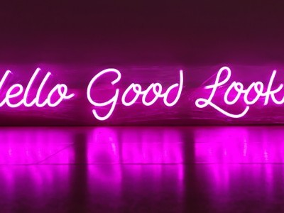 Rótulo de Neón Led -HELLO GOOD LOOKING-