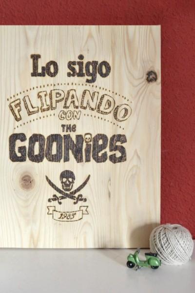 Tabla personalizada pirograbada Goonies